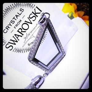 🆕️Geo Swarovski Crystals Locket